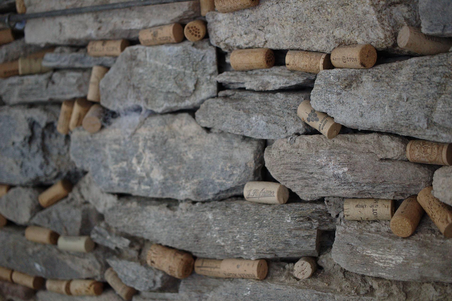Cuorerosso-parete-tappi